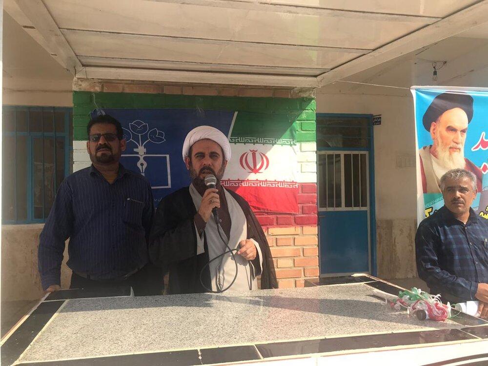 مدیر حوزه علمیه بوشهر به میان دانش آموزان رفت