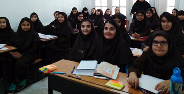 بانوی طلبه از فعالیت های تبلیغی در مدارس امین کرمان میگوید