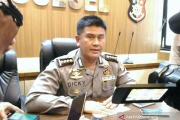 ورود افسران پلیس اندونزی با کفش به مسجد دردسر ساز شد!