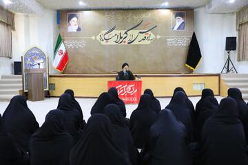 دشمن می خواهد جبهه ایمانی زنان را از پای درآورد