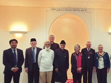 UK Mosque opens doors for conference on religion and human rights