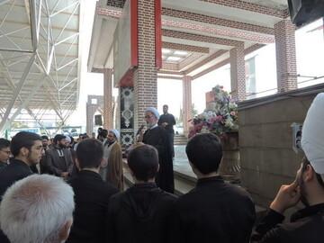 طلاب و روحانیون تبریزی به زیارت قبور شهدا رفتند+ عکس