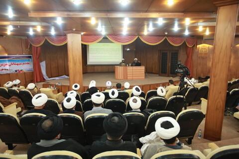 تصاویر/ نشست تشریح چشم انداز پنج ساله حوزه های علمیه در سفر آیت الله اعرافی به سیستان و بلوچستان