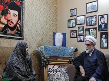 تولیت آستان قدس در دیدار خانواده شهید برونسی: سیره شهدا بهترین الگوی سبک زندگی برای نسل جوان است