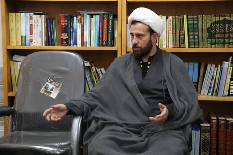 حجت الاسلام وحید علیان نژاد مدیرپایگاه اطلاع رسانی دفتر آیت الله العظمی مکارم