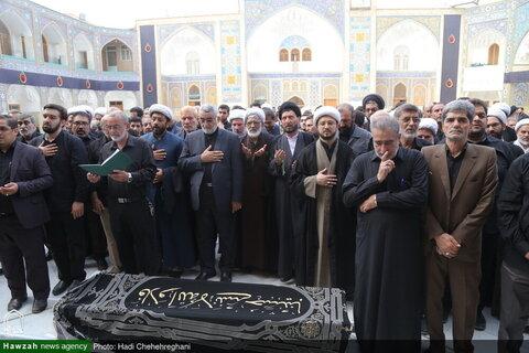 """بالصور/ تشييع جثمان """"ممثل آية الله العظمى السيستاني في طهران"""" بقم المقدسة"""
