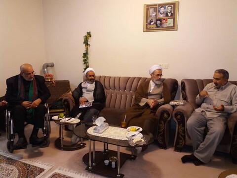 تصاویر/ دیدار آیت الله اعرافی با جمعی از جانبازان و ایثارگران