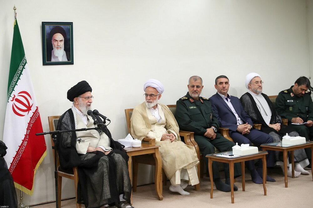 دیدار دستاندرکاران کنگره ۶۲۰۰ شهید استان مرکزی با رهبر انقلاب