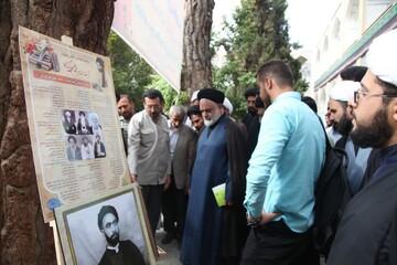 عضو خبرگان رهبری از نمایشگاه «به قِدمَت یک قرن مجاهده» بازدید کرد