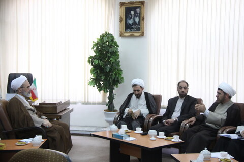 دیدار رئیس دادگستری استان قم با آیت الله اعرافی