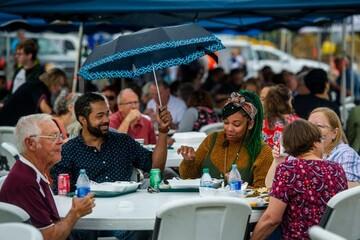 جامعه اسلامی ایلینوی  آمریکا جشنواره غذای بین المللی برگزار کرد