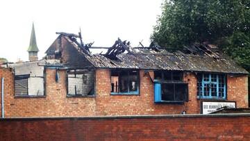 آتش سوزی عمدی در ساختمانی که قرار است در انگلستان به مسجد تبدیل شود + تصاویر