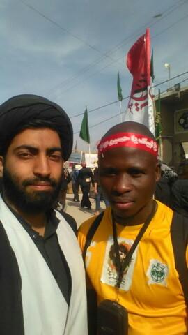 تصاویر/ خادمی زائران اربعین در موکبهای راه نجف و کربلا