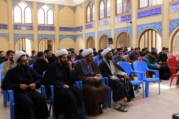 مدیر و معاونان حوزه علمیه کرمان به میان طلاب مدرسه صالحیه رفتند+ عکس