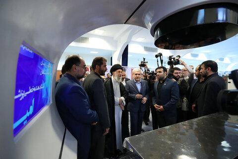 بازدید رهبر انقلاب از نمایشگاه شرکت های دانشبنیان و فناوری های برتر