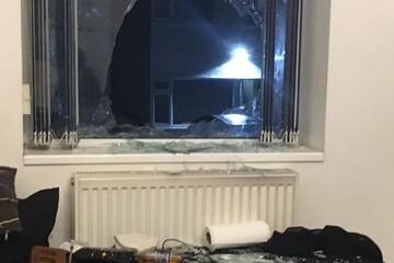 پرتاب آجر از پنجره ، امام جماعت در انگلستان را مجروح کرد