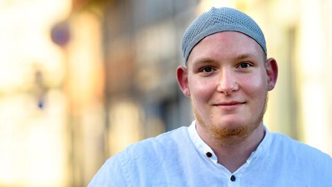 تازه مسلمان آلمانی: بحران پناهندگان باعث شد اسلام بیاورم!