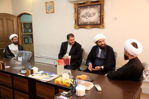 تصاویر/ نشست سه فعال شاخص حوزوی شبکههای اجتماعی با مدیر اطلاع رسانی و رسانه حوزههای علمیه