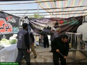 """بالصور/ تقديم الخدمات من أهالي محافظة كردستان الإيراينة في موكب """"الإمام الخامنئي"""" إلى زوار الأربعين الحسيني"""