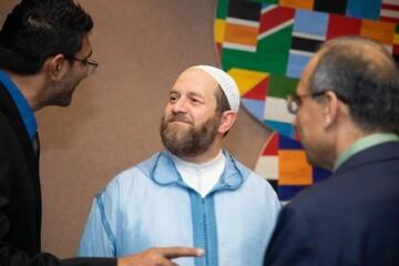 مسلمانی که حرفه پزشکی را برای ترویج پیام اسلام رها کرد