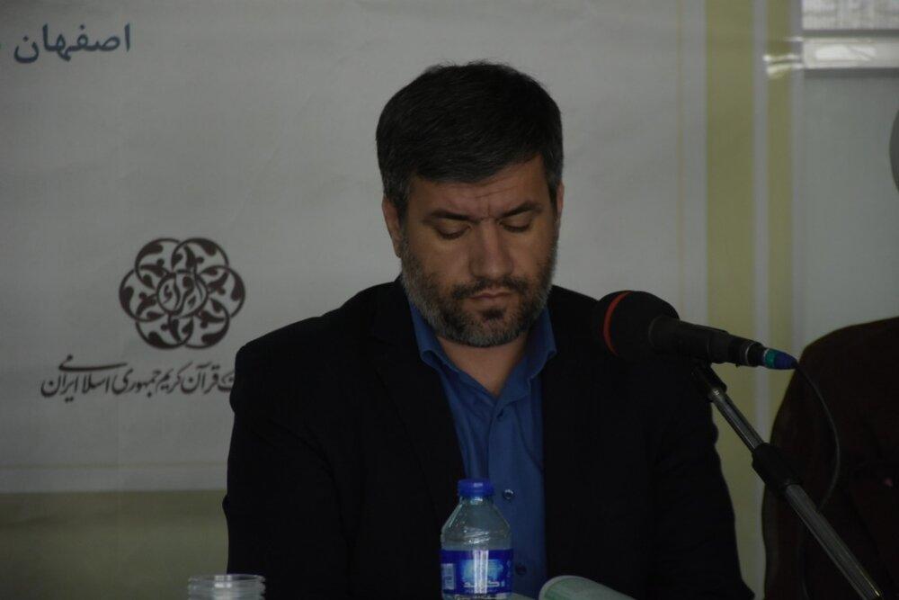 جامعه قرآنی به دور خود دیوار کشیده است/ جای خالی نوآوری در برنامههای قرآنی
