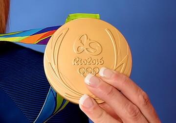 آیا ورزشکاران می توانند مدال طلا به گردن بیندازند؟