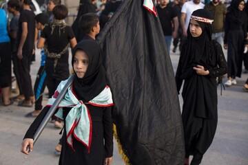 تصاویر/  پیاده روی زائران اربعین در مسیر بهشت (2)
