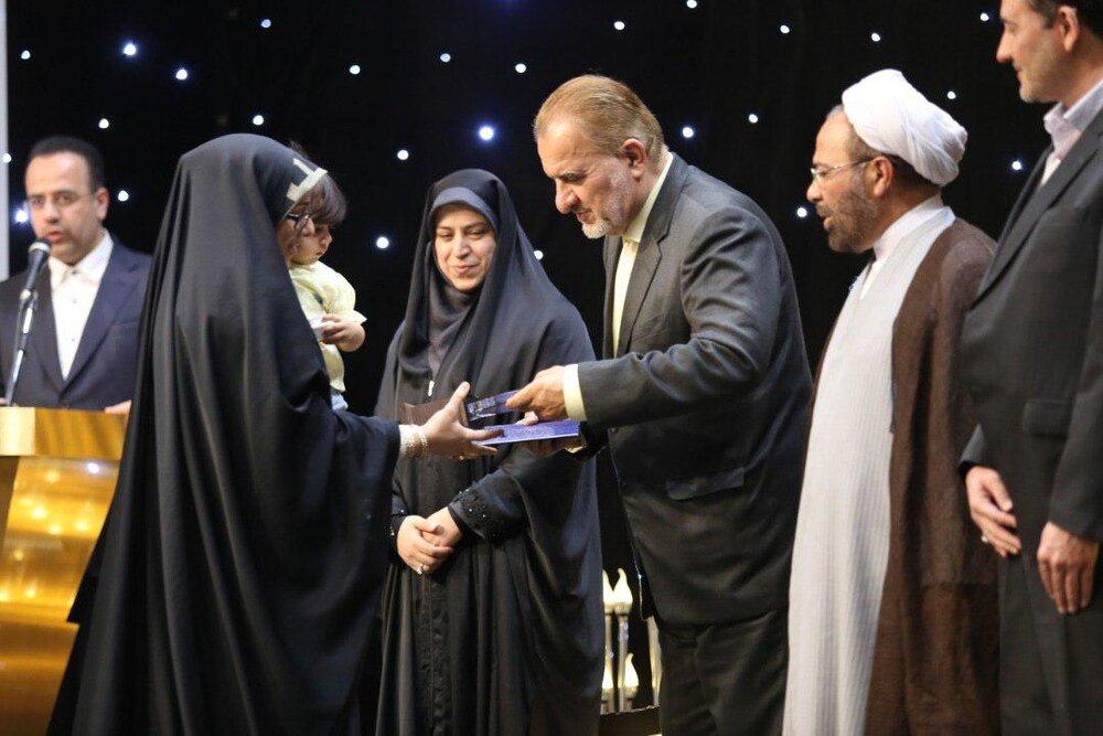 برگزیدگان مسابقات سراسری قرآن کریم بانوان تقدیر شدند