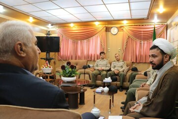 نشست صمیمی کارکنان عقیدتی شهدای نزاجا با فرماندار ویژه بروجرد