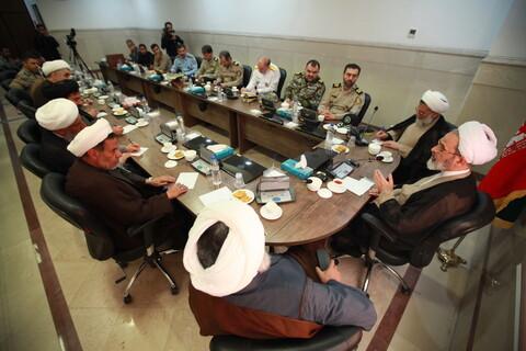 تصاویر/ دیدار رئیس عقیدتی سیاسی ارتش و هیئت همراه با مدیر حوزههای علمیه