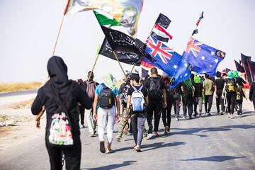 تصاویر/ پیاده روی زائران اربعین حسینی در راه بهشت (3)