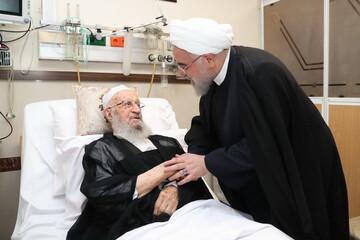 رئیس جمهور از آیتالله العظمی مکارم شیرازی عیادت کرد