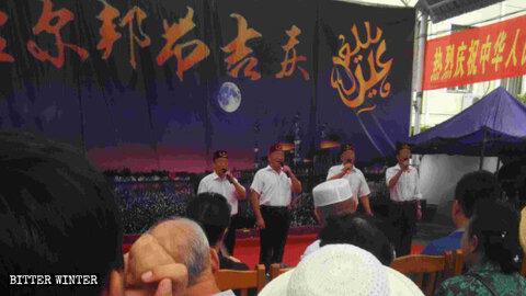 مسلمانان چینی ملزم به خواندن شعارهای سرخ در اعیاد هستند