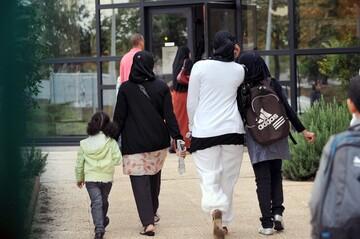 اقدام نماینده پارلمان فرانسه برای کشف حجاب از زن مسلمان