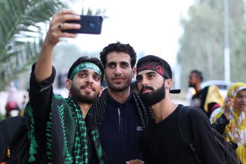 تصاویر/ راهپیمایی زائران اربعین در طریق الفرات
