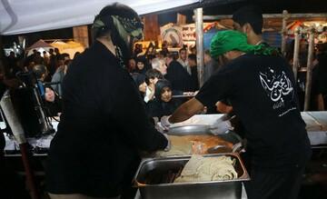 توزیع روزانه ۳۵۶ هزار پرس غذا توسط موکب بوشهریها بین زائران اربعین