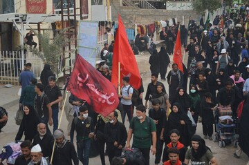 بیش از ۳۰۰ نفر از خواهران مبلغ لرستانی در راهپیمایی اربعین حضور یافتند
