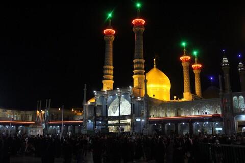 تصاویر/ حال و هوای حرم حضرت فاطمه معصومه(س) در شب اربعین حسینی