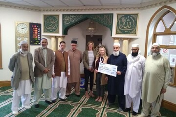 هزاران یورو کمک خیریه مسلمانان پیتربورو  انگلستان به بیمارستان محلی