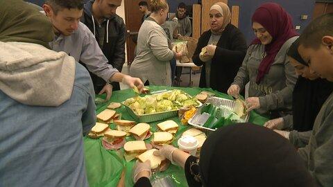 هزاران وعده غذایی توسط داوطلبان مسلمان کلیولند به نیازمندان داده شد