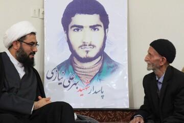 دیدار امام جمعه همدان با خانواده شهید نیازی