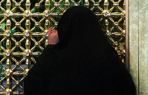 بانوی تایلندی در حرم رضوی به دین اسلام مشرف شد
