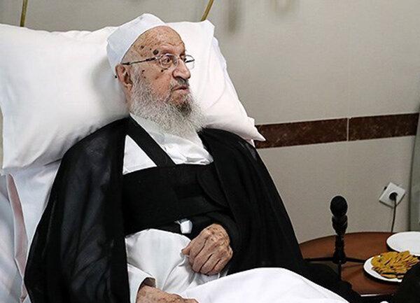 عیادت رئیس مرکز خدمات حوزههای علمیه از آیتاللهالعظمی مکارم شیرازی