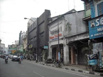 تلاش مهاجمان برای تخریب مسجد محلی در اندونزی با بیل مکانیکی