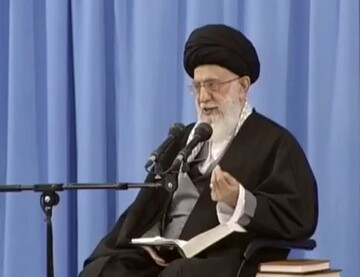 فیلم| شرح حدیثی از حضرت محمد (ص) توسط رهبر انقلاب