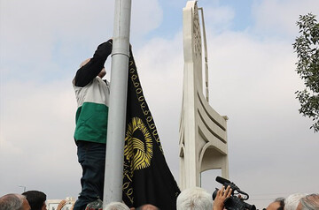 پرچم متبرک رضوی در سمنان به اهتزاز درآمد