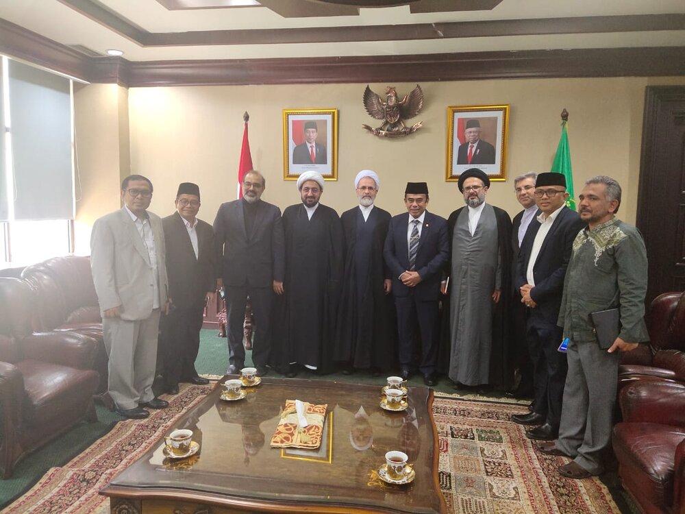 دیدار آیت الله اعرافی با وزیر دین اندونزی پس از انتصاب به وزارت به عنوان اولین ملاقات رسمی