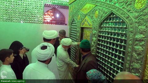 بالصور/ إزالة الغبار عن ضريح السيد عباس بن موسى بن جعفر (ع) في مدينة بجنورد شمالي شرق إيران