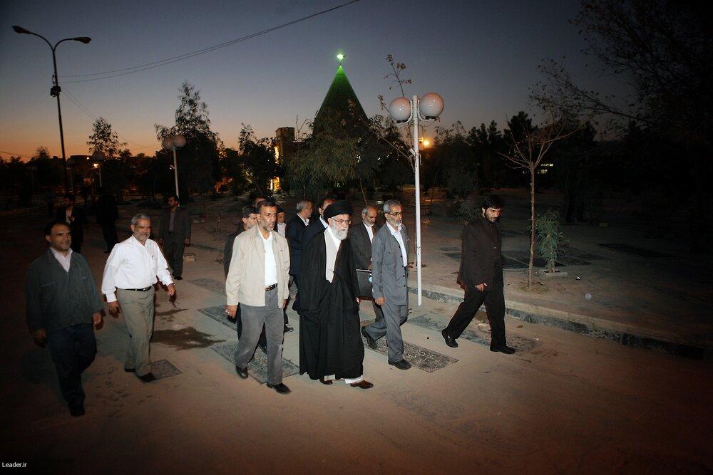 حضور سحرگاهی رهبر انقلاب در آرامگاه شیخان قم و زیارت امامزاده علی بن جعفر و گلزار شهدا