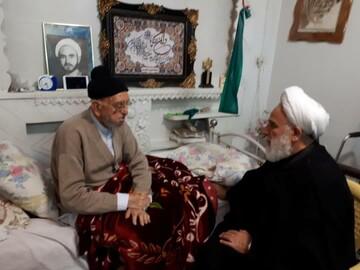 عیادت وزیر اطلاعات ومسئول دفتر رهبر انقلاب در قم از آیت الله امینی